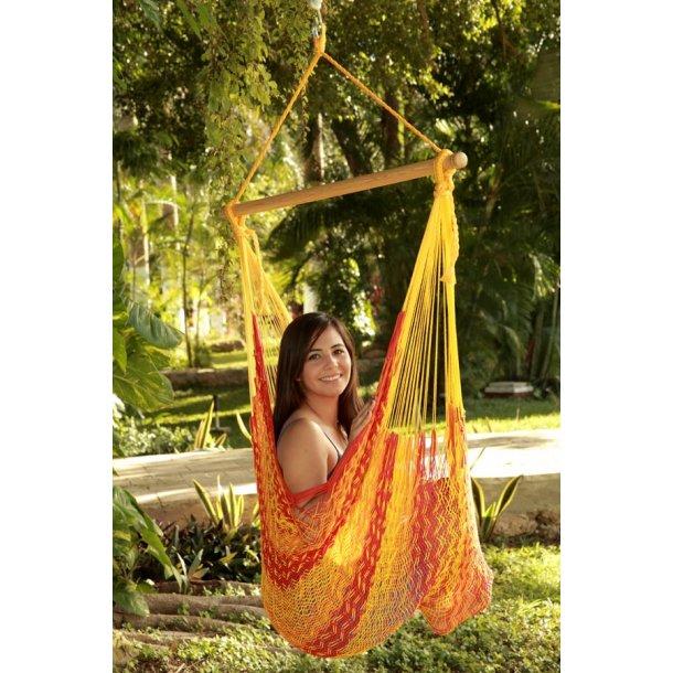 Mexikansk hängmattsstol. Gul, orange och röd i Nät