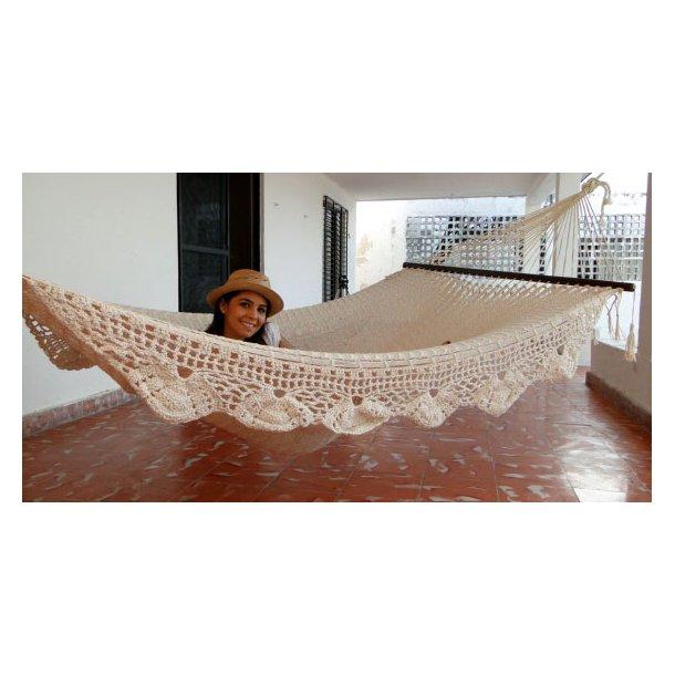 Dekorativ hängmatta från Mexico med bård och pinne